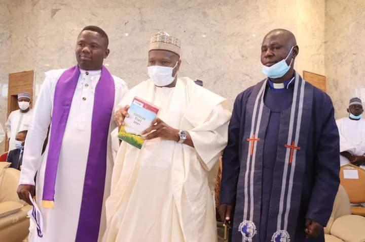 New Year Homage: Governor Inuwa Yahaya Hosts Christian Community in Gombe